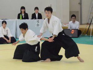 下級生演武に出場した新(経2)、三浦(理2)