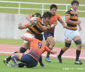 復帰戦で力強いプレーを見せたNo.8松村