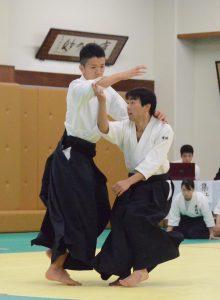 自由技 太田(政4)、有坂(経4)