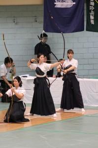 左から小林、陣内、澁澤の慶大3選手