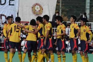 早慶戦3年半ぶりの勝利に喜ぶ選手たち
