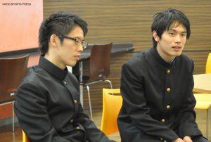 落ち着いた物腰で語ってくれた岩田(写真左)、冗談を交えながら対談を盛り上げた秋田(写真右)