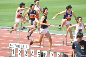 松本の圧倒劇 前山を最後のハードルを跳ぶ