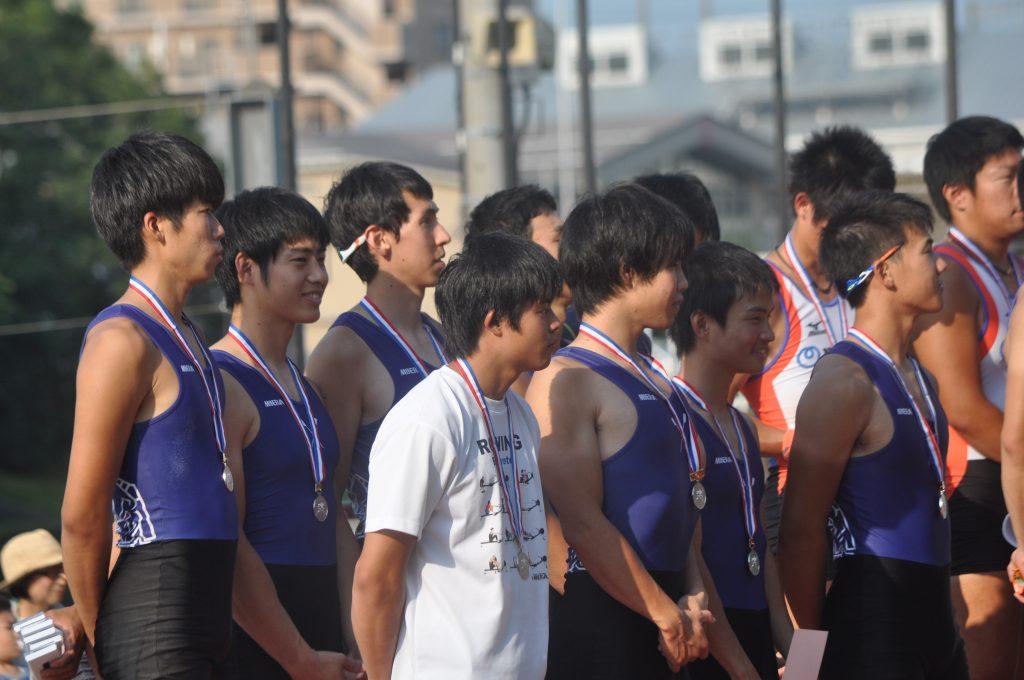銀メダル獲得のエイトクルー