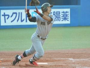 サヨナラ本塁打を放つ谷田