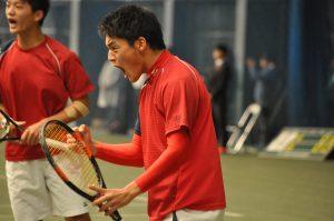 逸﨑の雄叫びが江坂テニスセンターに響き渡った