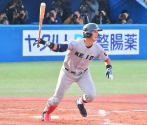 9回表無死、右前安打を放つ谷田。打っては2安打、守ってはダイビングキャッチで観客をわかせた