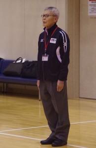ジュニアエリートアカデミーキャンプにて、挨拶を務めるプロジェクト長の佐々木HC