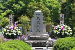 多磨霊園の小泉元塾長の墓