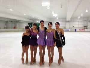 今季の衣装は大人っぽさが魅力の慶大女子スケーターたち