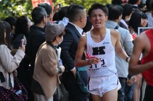 慶大トップでゴールした粟田。4年生として最後までチームをけん引した。